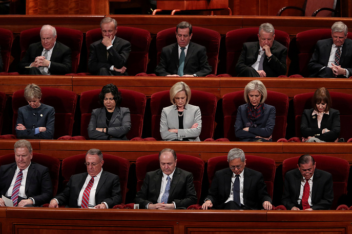 Members of the Mormon Church pray during the funeral for Thomas S. Monson, President of the Mormon Church, in Salt Lake City, US, January 12
