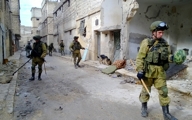 Sappers of the Russian Armed Forces search and clear mines in a street of eastern Aleppo, Syria, 2016
