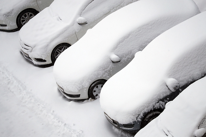 Snow-covered cars in central Moscow