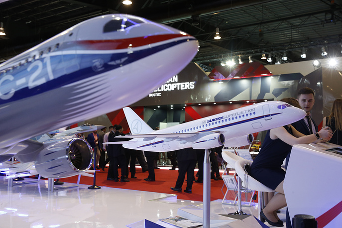 Scale models of Sukhoi MS-21 and SuperJet 100