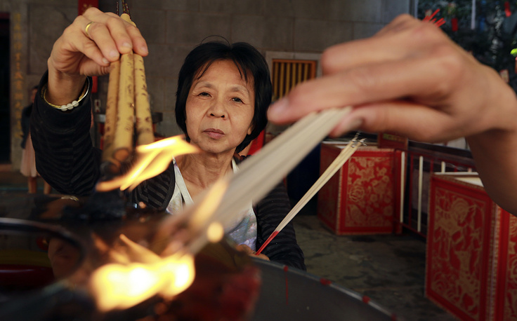 Ethnic Chinese Thais burn joss sticks at the Leng Nuei Yee Chinese temple in Bangkok, Thailand
