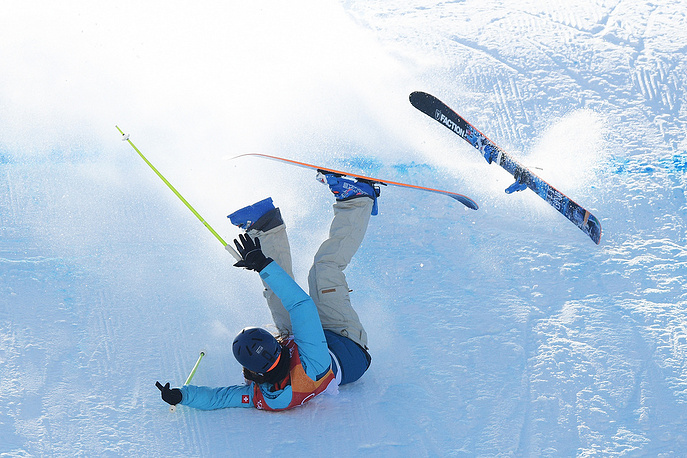 Sarah Hoefflin of Switzerland crashes during freestyle skiing women's slopestyle final
