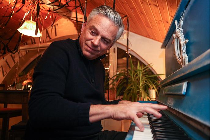 US Ambassador to Russia Jon Huntsman plays a piano at the Ziferblat Anti-Cafe in the city of Kazan, Tatarstan, Russia, February 25