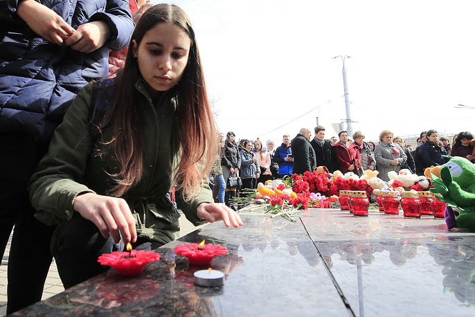 Girl bringing flowers to the Mother and Child monument in Rostov-on-Don to mourn the victims fire in Kemerovo