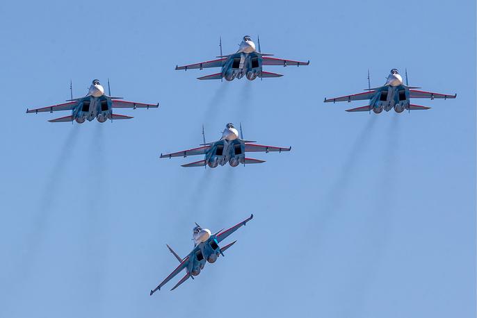 Su-30SM fighter jets of the Russkiye Vityazi aerobatic team