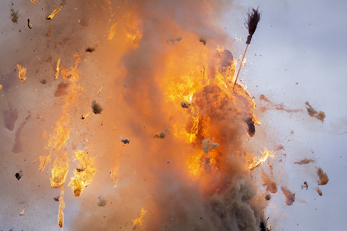 The 'Boeoegg' burns on the Sechselaeuten place in Zurich, April 16. The 'Sechselaeuten' (ringing of the six o'clock bells) is a traditional end of winter festival with a parade of guilds in historical costumes on horseback and the burning of the Boeoegg, a symbolic snowman