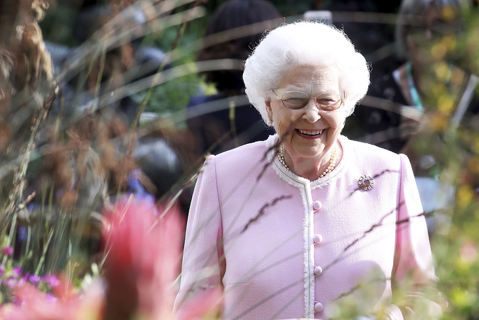 Britain's Queen Elizabeth arrives at the RHS Chelsea Flower Show in London