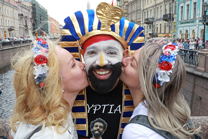 Fans of national teams of Russia and Egypt on Nevsky Prospekt in Saint Petersburg