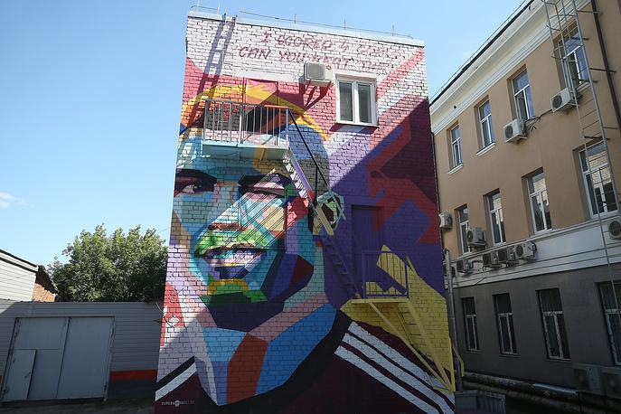 A mural depicting Portuguese footballer Cristiano Ronaldo by the Ramada Kazan City Center Hotel