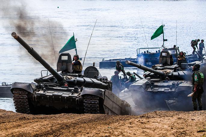 T-72B3 tanks on pontoon rafts