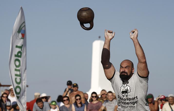 Strongmen compete in the annual Atmanovskie Kulachki festival