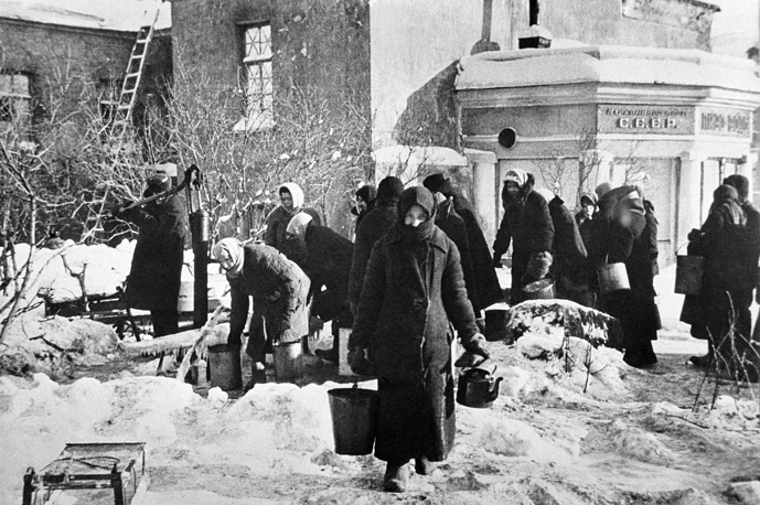 Leningrad residents on Nevskiy prospekt providing themselves with a drinking water