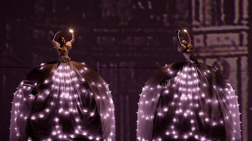 Artist perform during a presentation of 'Mas cerca de las Estrellas' (or Closer to the Stars), a holiday show performed by Italian art troupe Studio Festi, as part of Christmas celebrations at Bolivar square in Bogota, December 17
