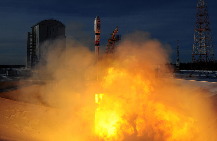 A Soyuz-2.1a rocket booster with a Fregat-M upper stage block lifts off from the Vostochny Cosmodrome to deliver Russia's Kanopus-V remote sensing satellites and 26 foreign spacecraft to orbit, December 27