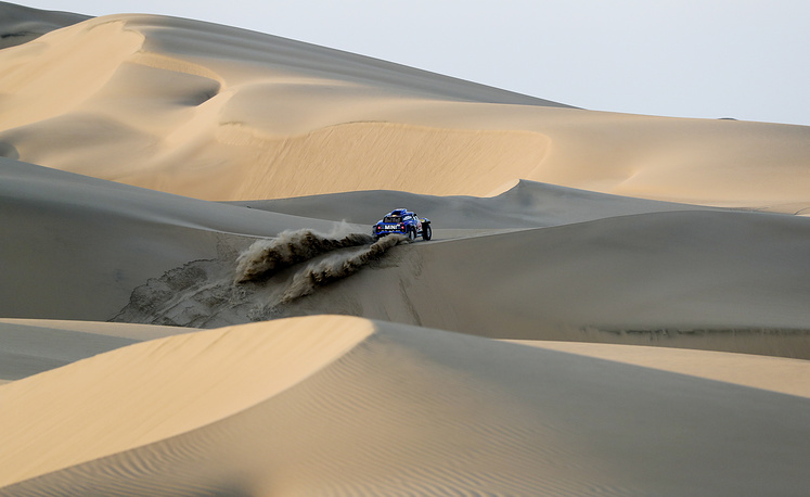 Driver Carlos Sainz and co-driver Lucas Cruz, both from Spain, race their Mini across the dunes during the second stage of the Dakar Rally between Pisco and San Juan de Marcona, Peru, January 8