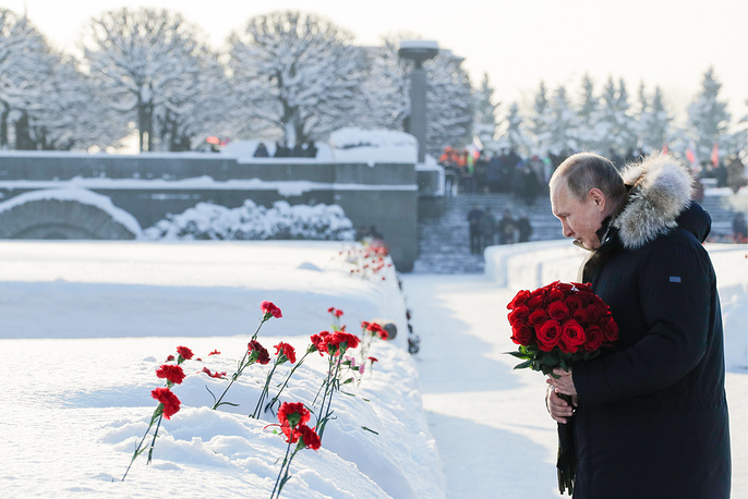 Russia's President Vladimir Putin lays flowers at St Petersburg's Piskaryovskoye Memorial Cemetery to mark the 75th anniversary of the lifting of the WWII Siege of Leningrad, January 27
