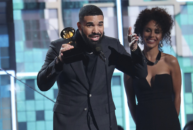 """Drake accepts the award for best rap song for """"God's Plan"""""""