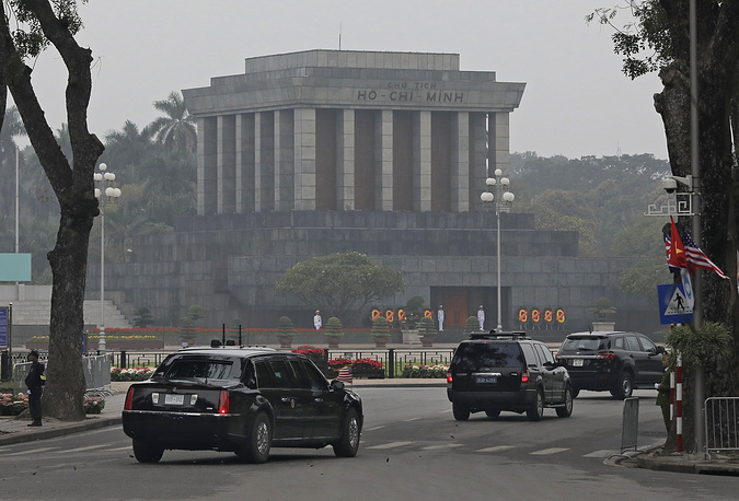 The motorcade carrying US President Donald Trump driving past Ho Chi Minh Mausoleum