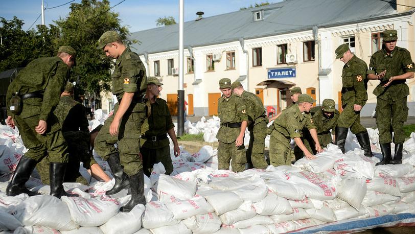 August 25. A protective embankment near a riverbank in Khabarovsk.  Photo ITAR-TASS/ Olga Egoraeva