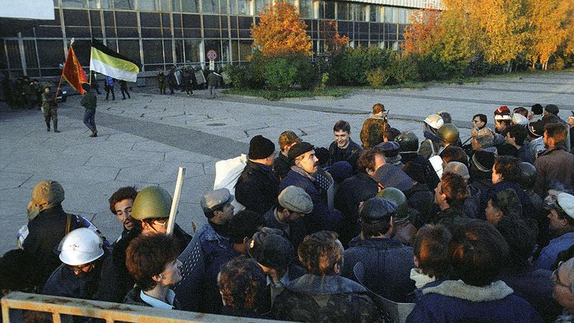 Rally held in fron of the Ostankino television center. Photo ITAR-TASS/ Igor Zotin