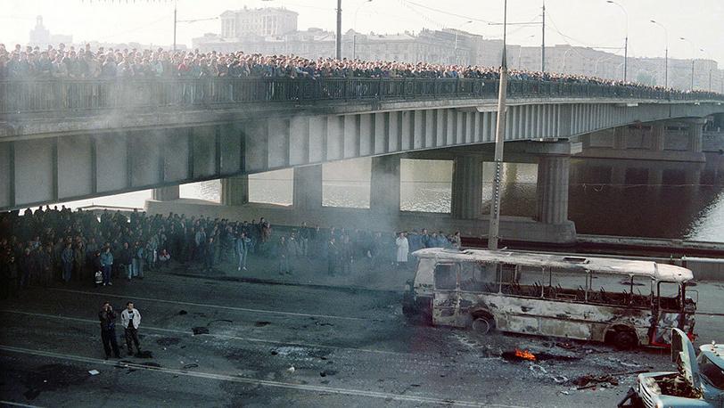 Burned down trolleybus near the White House. Photo ITAR-TASS/ Valentin Kuzmin