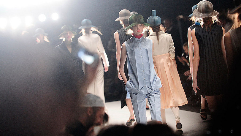 Показ коллекции RIA KEBURIA на Mercedes-Benz Fashion Week Russia. Фото ИТАР-ТАСС/ Сергей Бобылев
