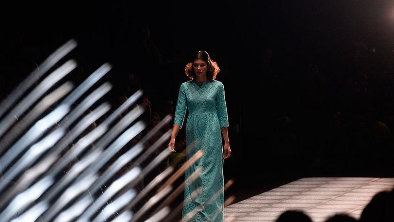 Показ коллекции Ольги Бровкиной на Mercedes-Benz Fashion Week Russia. Фото ИТАР-ТАСС/ Сергей Карпов