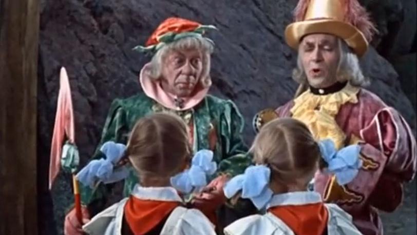 """К/ф """"Королевство кривых зеркал"""". В роли наиглавнейшего церемониймейстера. 1963 год. Стоп-кадр Youtube.com/Kafisma"""