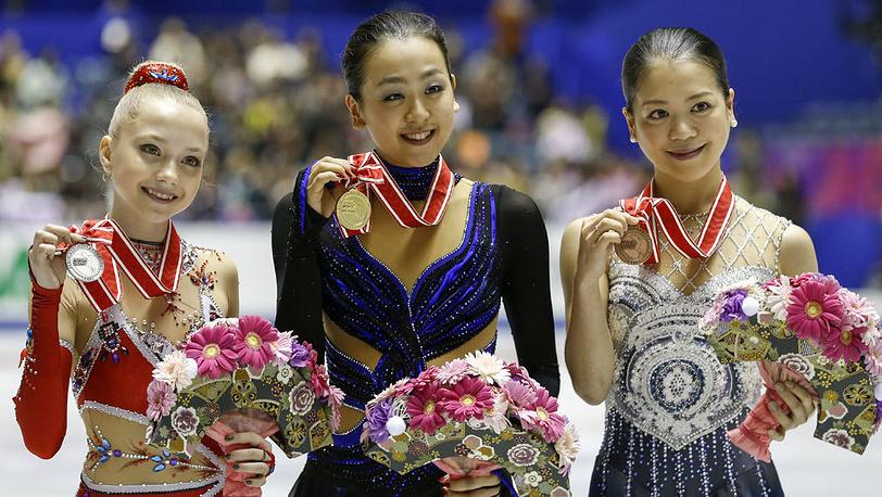 На пьедестале Елена Радионова (2 место), Мао Асада (Япония, 1 место) и Акико Сузуки (Япония, 3 место). EPA/KIMIMASA MAYAMA