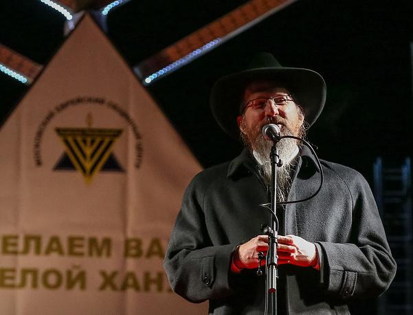 Главный раввин России Берл Лазар на площади Революции в Москве во время празднования Хануки
