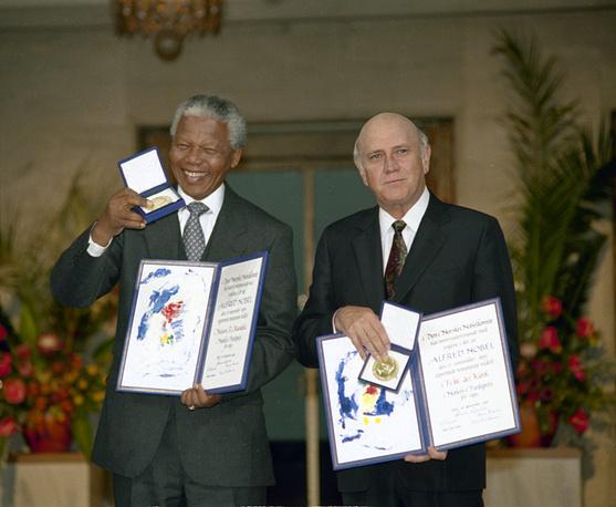 Лауреаты Нобелевской премии мира Нельсон Мандела и Фредерик Виллем де Клерк, 1993 г.