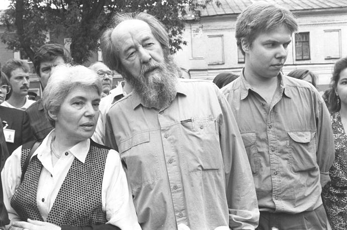 С женой Наталией Дмитриевной и сыном Игнатом в Ярославле. 1994 год