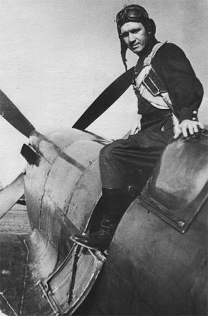 """Леонид Кулаков в своем """"Spitfire"""".1945 г."""