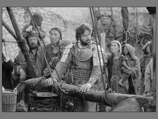 """В ноябре состоялась мировая премьера фильма """"Трудно быть богом"""" скончавшегося в феврале режиссера Алексея Германа. Кадр из фильма"""