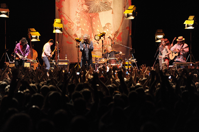 Санкт-Петербург. 28 июля. 2011 года Британский рок-вокалист Роберт Плант во время выступления в Ледовом дворце.