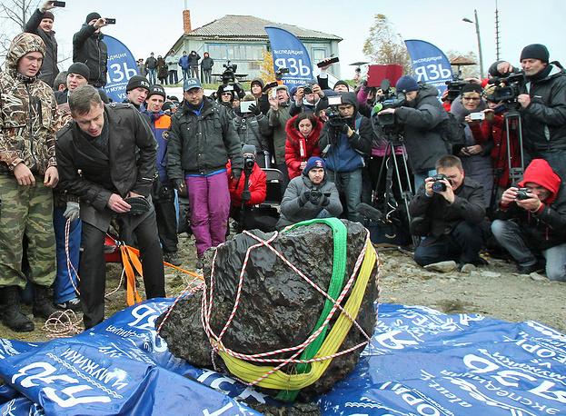 15 февраля на территорию Челябинской области упали части небесного тела