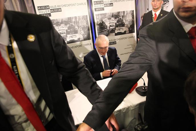 Бывший глава ЮКОСа Михаил Ходорковский помилован и отпущен на свободу
