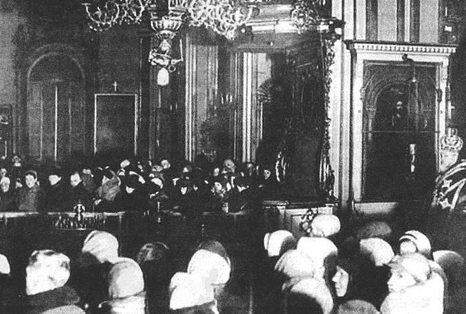 Служба в Никольском соборе блокадного Ленинграда.