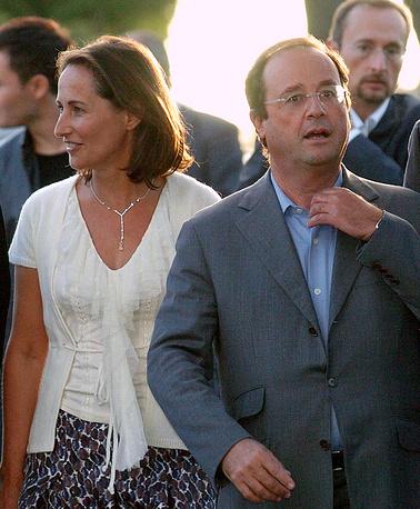 В июне 2007 года было объявлено о распаде брака Олланда и Руаяль. Последняя уличила его в измене