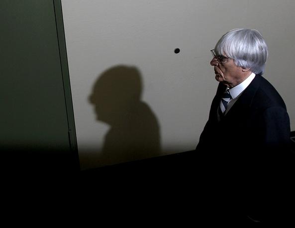 """Берни Экклстоун подаст в отставку с поста руководителя """"Формулы-1"""" на время судебного процесса в Германии, где его обвиняют в коррупции."""