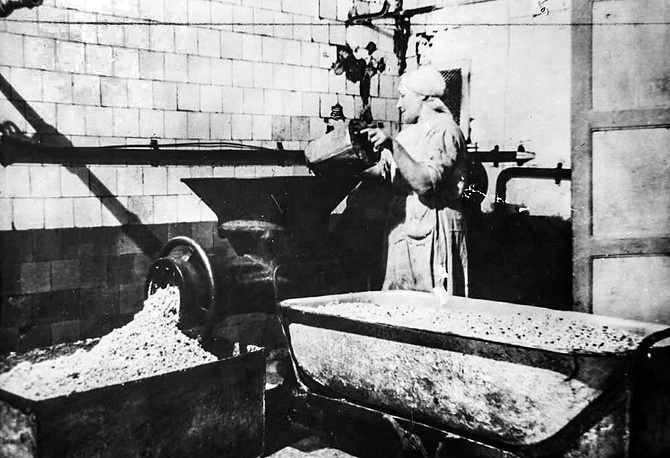 Обработка сои на молочном заводе.1942 г.