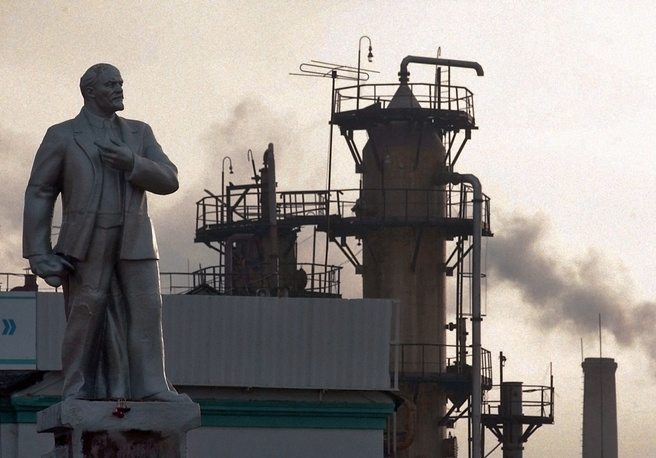 Памятник Ленину у  завода «Капролактам»  в Дзержинске.