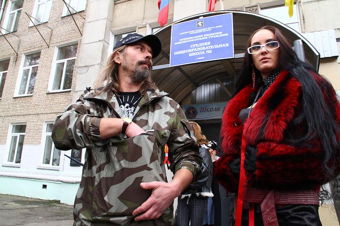 Кандидат на пост мэра Химок Сергей Троицкий у избирательного участка в Химках