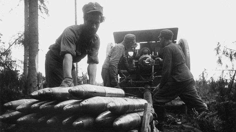 Финские артиллеристы у 75-мм пушки 75 K/17