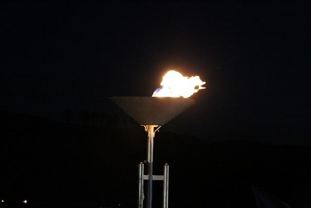 Зажженый факел на церемонии пуска газопровода низкого давления в селе Средний Бугалыш