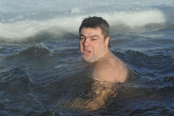 На празднике был побит рекорд непрерывного пребывания в воде при температуре воздуха минус 37 градусов