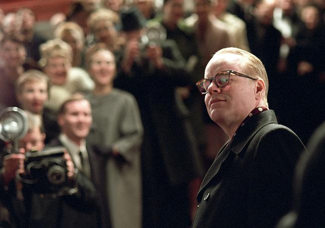 """Кадр из биографической драмы """"Капоте"""", за участие в которой Хоффман был удостоен """"Оскара"""" за лучшую мужскую роль, 2006 год"""