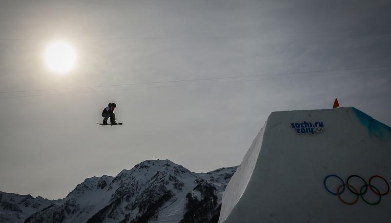 Финская сноубордистка Энни Рукаярви в финале соревнований в слоупстайле