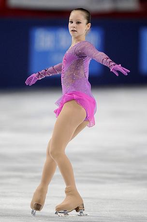 Екатеринбургская фигуристка Юлия Липницкая в произвольной программе женского одиночного катания на Гран-при по фугурному катанию в Париже в 2012 году