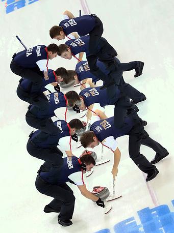 Игроки сборной США в матче кругового турнира с командой Китая